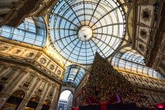 Arbre de Noël dans le puits Vittorio Emanuele II, Milan Italy photo libre de droits