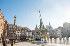 Arbre de Noël de Strasbourg érigé Photographie stock