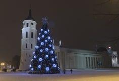 Arbre de Noël de ville, Vilnius Lithuanie Images libres de droits