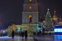 Arbre de Noël de ville, vue de nuit du St Sophia Cathedral Images libres de droits