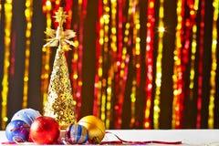 Arbre de Noël et boules de Noël Photo libre de droits