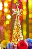 Arbre de Noël et boules de Noël Photographie stock libre de droits