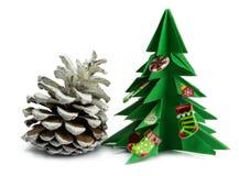 Arbre de Noël et cadeaux de Noël et jouets d'isolement sur le fond blanc Photos libres de droits