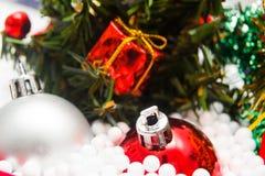 Arbre de Noël et décorations de Noël Photo libre de droits
