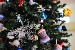 Arbre de Noël et décorations de Noël Photographie stock
