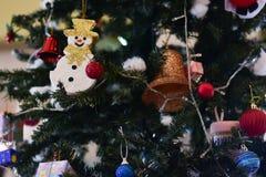 Arbre de Noël et décorations de Noël Images libres de droits