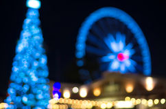 Arbre de Noël et Ferris Wheel, bokeh brouillé de photo Photos stock