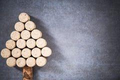 Arbre de Noël fait à partir des lièges naturels de vin Photos stock