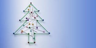 Arbre de Noël fait de goupilles et fils images libres de droits