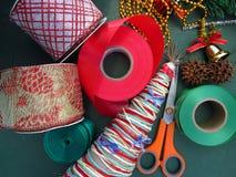 Arbre de Noël fait maison de DIY Matériaux pour le projet de métiers de Noël les décorations de copie de Noël orientent l'arbre r photos stock