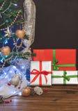Arbre de Noël, jouets et cadeaux, l'espace libre Photographie stock libre de droits