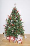 Arbre de Noël le matin de Noël Photos stock