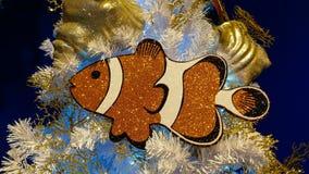 Arbre de Noël marin avec de grands poissons drôles images stock