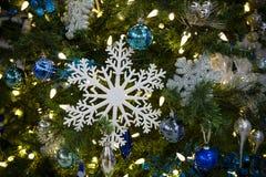 Arbre de Noël ornemental Photo stock