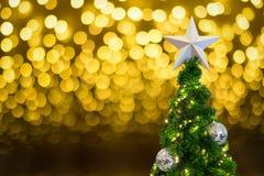 Arbre de Noël pendant la nouvelle année 2017 Photos libres de droits