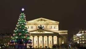 Arbre de Noël près de grand théâtre, Moscou Photos stock