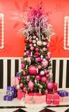 Arbre de Noël rose élégant Images stock