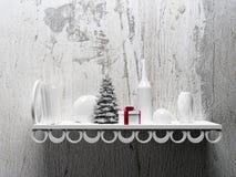 Arbre de Noël sur l'étagère avec différents objets Photos libres de droits