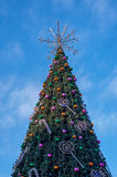 Arbre de Noël sur la place de la capitale de la Lithuanie Photos stock
