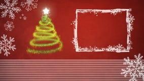 Arbre de Noël sur le fond rouge avec le cadre blanc Photographie stock libre de droits