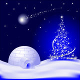 Arbre de Noël avec l'étoile et l'igloo de chute Photographie stock