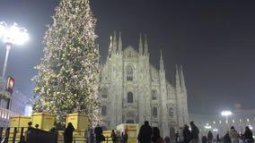 Arbre de Noël à Milan banque de vidéos