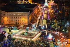 Arbre de nouvelle année du ` s de Kyiv et marché principaux de Noël sur St Sophia Square Cafés d'air ouvert, attractions du ` s d photos libres de droits