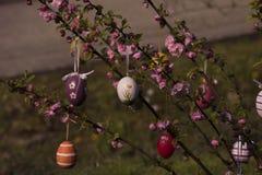 Arbre de Pâques dans le jardin Images stock