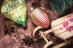 Arbre de sapin de Noël avec la rétro décoration Photo stock