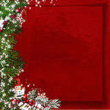 Arbre de sapin de Noël avec le casse-noix sur un fond de rouge de vintage Image stock