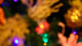 Arbre de sapin de nouvelle année avec les lumières brûlantes banque de vidéos