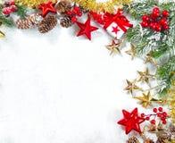 Arbre de sapin de vert de décoration d'ornements de cadeaux de Noël images stock