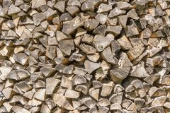 Arbre de texture Beaucoup de rondins en bois pour allumer le four sont empilés Fond image libre de droits