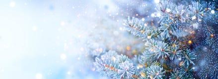 Arbre de vacances de Noël Fond de neige de frontière Flocons de neige Sapin bleu, beau Noël et conception d'art d'arbre de Noël d photos libres de droits