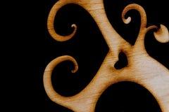 Arbre en bois décoratif abstrait sur le fond noir Photo libre de droits