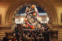 Arbre et festivités de Noël sur la place rouge Image libre de droits