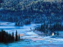 Arbre et lac d'automne dans les kanas Photo libre de droits