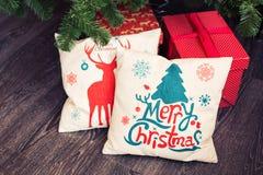 Arbre et oreiller de Noël image stock