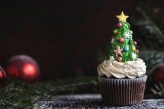 Arbre fait maison de gâteau de tasse de Noël Photos libres de droits