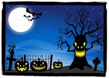 Arbre rampant à un cimetière Halloween Photos libres de droits