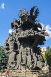 Arbre sculptural de ` de composition de ` de contes par l'architecte célèbre Zurab Tseriteli Zoo de Moscou, Russie photos libres de droits