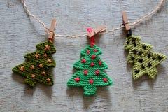 Arbre tricoté de Noël, arbres de Noël Photographie stock libre de droits