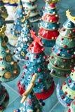 Arbres de Noël dans la céramique Photographie stock libre de droits