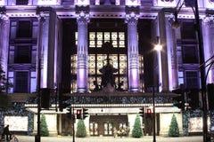 Arbres de Noël de Selfridges la nuit Image stock