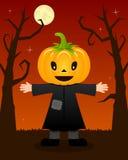 Arbres effrayants de Halloween avec l'épouvantail Photo libre de droits