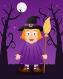 Arbres effrayants de Halloween avec la sorcière mignonne Photographie stock libre de droits