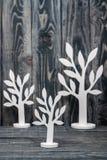 Arbres en bois fabriqués à la main blancs Images libres de droits