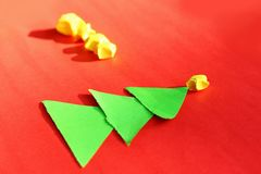 Arbres et étoiles de Noël de papier Photos stock