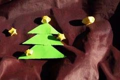 Arbres et étoiles de Noël de papier Images stock