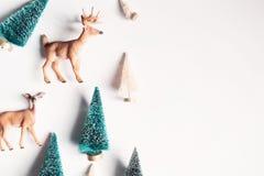 Arbres et cerfs communs de Noël Photographie stock